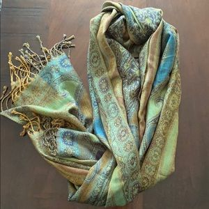 Gorgeous Patterned Scarf / Wrap